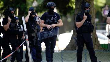Френските власти искат удължаване на извънредното положение в страната