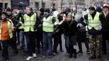 Полицията арестува 12 участници в протеста на жълтите жилетки в Париж