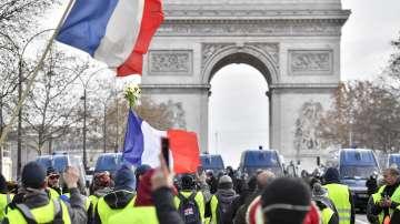 Отново напрежение във Франция: Сблъсъци с полицията, арести и блокади на пътища