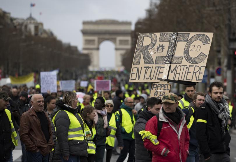 Франция забранява жълти жилетки по Шанз Елизе този уикенд