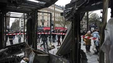 След погромите в Париж: Макрон се обяви за силни решения заради протестите