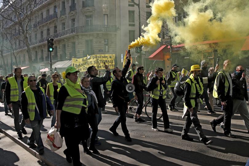 Снимка: Протест на жълтите жилетки в Париж за 15-и пореден уикенд