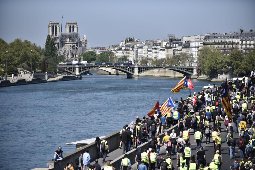 Служители от публичния сектор във Франция ще стачкуват днес по