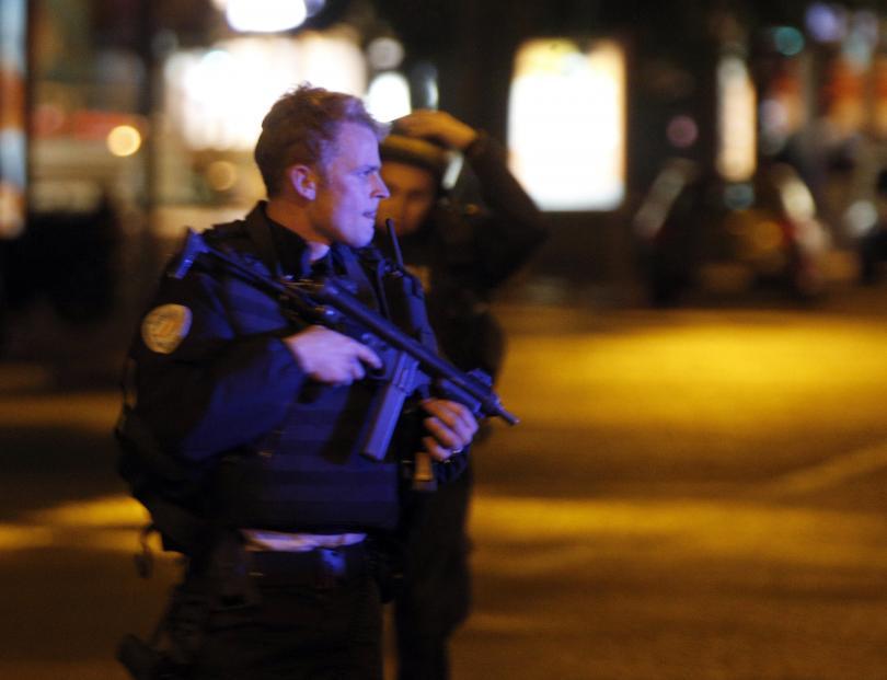 снимка 1 Стрелба на Шанз-Елизе, убит е полицай