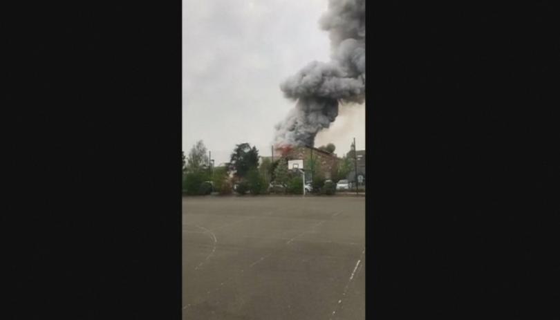 Снимка: Голям пожар горя край Париж