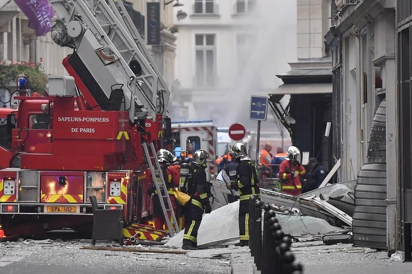 Мощна експлозия на газ в центъра на Париж. Загинаха трима