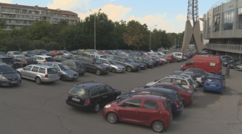 Част от безплатния паркинг пред Националния стадион