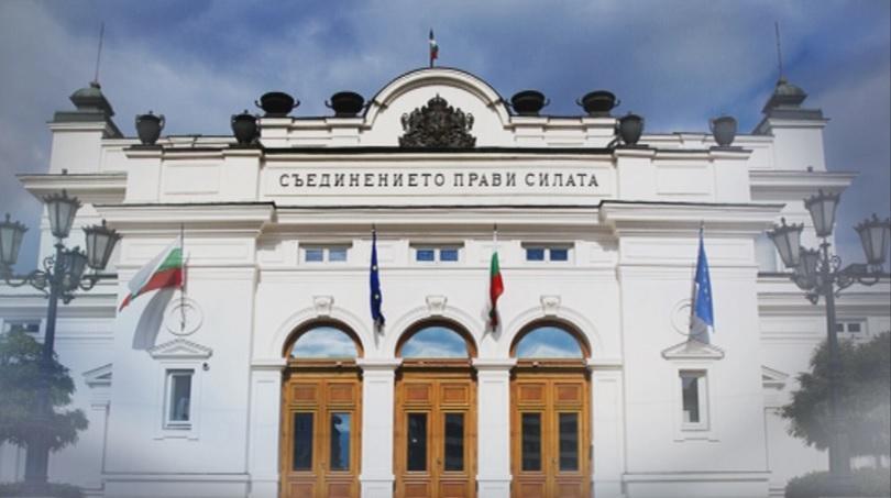 Парламентът с извънредно заседание в деня на КСНС