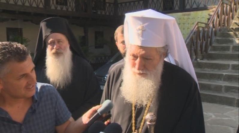 Патриарх Неофит поздрави вярващите в Троянския манастир