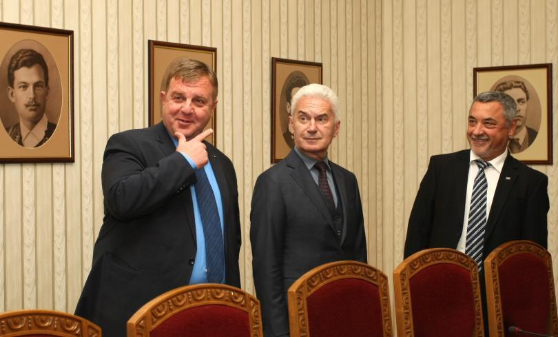 Снимка: АТАКА и НФСБ регистрират листите си за евровота