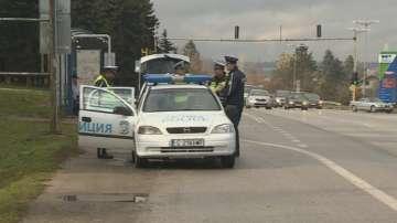 Шофьор помете 7 паркирани коли след гонка със столични полицаи