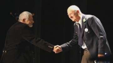 Павел Поппандов с награда за цялостно творчество от фестивала в Сливница