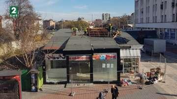Събарят павилионите до пощата в Пловдив