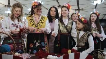 Министрите на културата от Европа и Азия пробваха да изработят мартеници