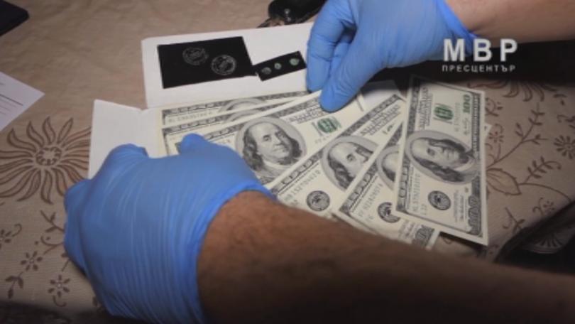 Над 1 милион и 350 хиляди фалшиви долара и печатница