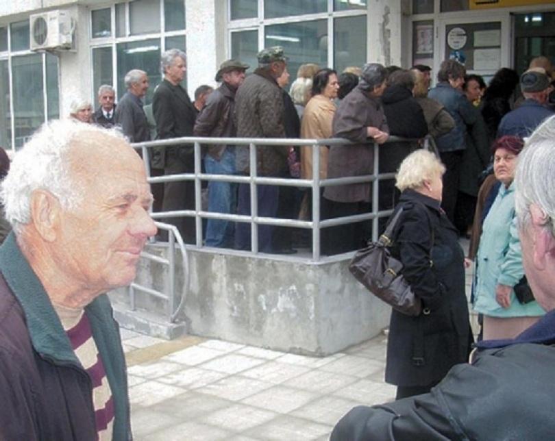българите живеят тежки материални лишения 2015