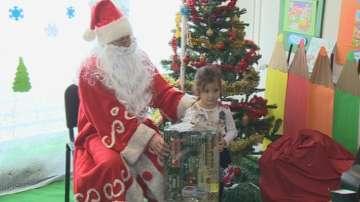 Коледни подаръци на светло за децата в Перник
