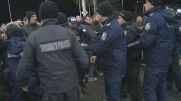 Протестиращите в Перник поискаха оставките на Петя Аврамова и Нено Димов
