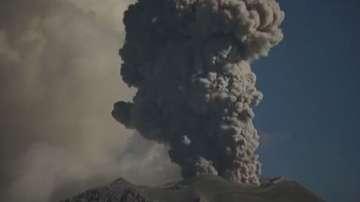 Два вулкана изригнаха в Перу