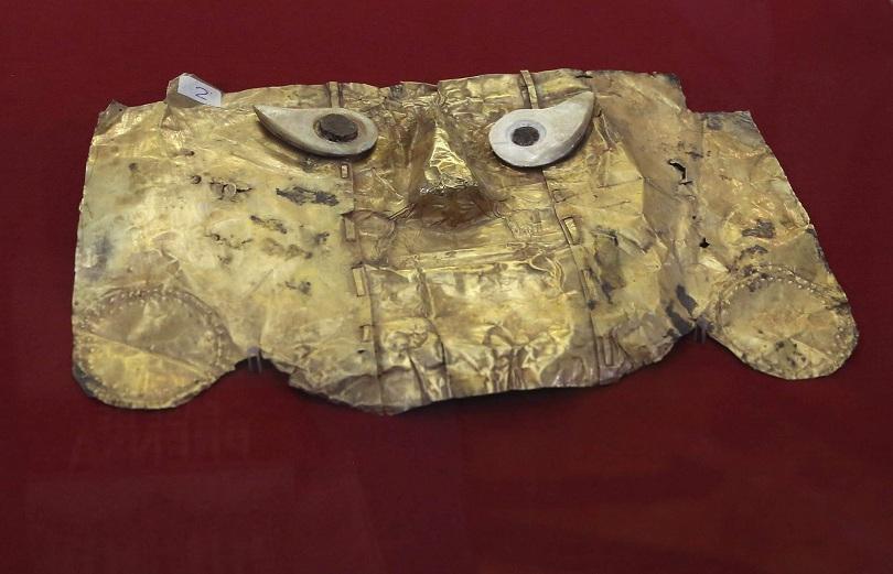 В Перу бе върната антична златна маска, която била контрабандно