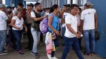 Хиляди венецуелци на границата с Перу