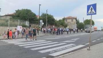 Жители на великотърновско село протестираха заради опасна пешеходна пътека