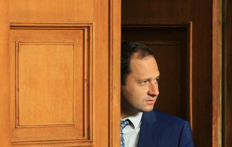 снимка 1 Освободиха като депутати Елена Йончева и Петър Витанов