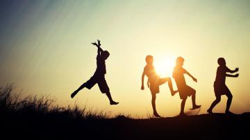 Окончателно: Всички деца сираци ще получават държавна финансова помощ