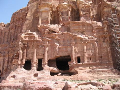 гробниците