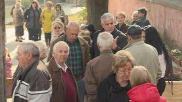 В Петрич отново протестираха срещу отстраняването на свещеник