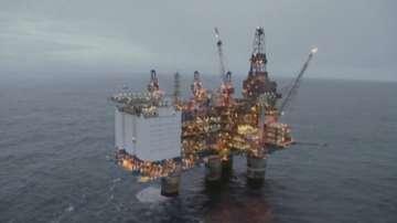 Цената на петрола падна с над 5%