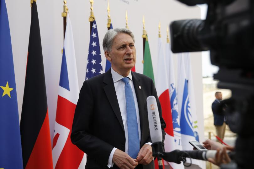 британският финансов министър подаде оставка джонсън стане премиер