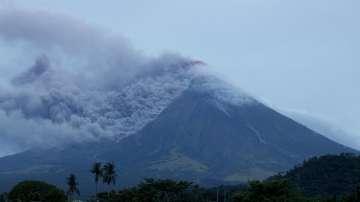 Вулканът Майон на Филипините може да изригне до дни