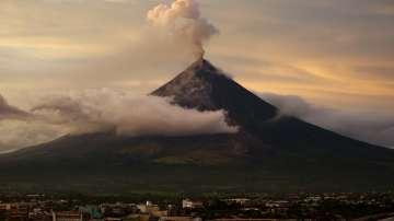Над 75 хиляди са евакуирани заради вулкана във Филипините