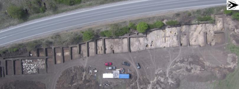 """снимка 4 Българска археология 2019"""" показва находки, открити при строежа на АМ Хемус"""