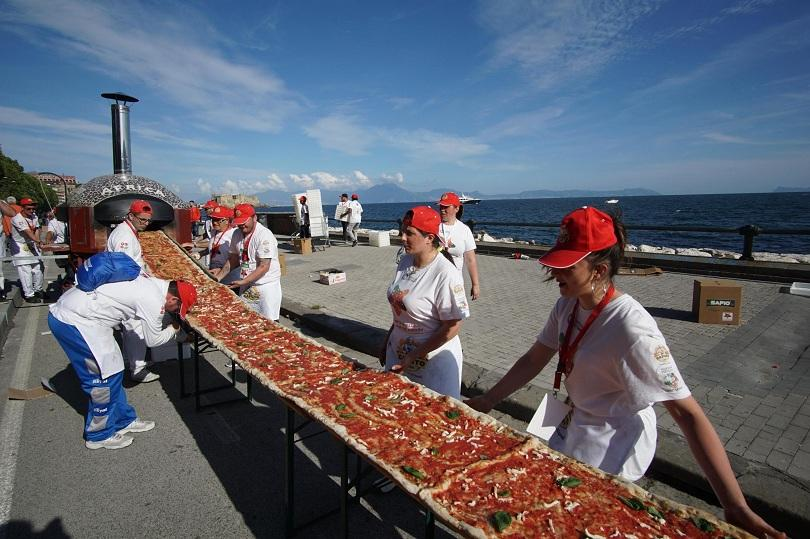 Направиха най-дългата пица