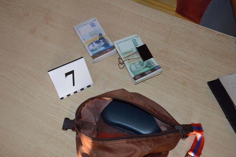 снимка 17 ГДБОП разби организирана престъпна група за наркотици в Бургаско