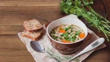Пилешката супа като средство за борба с грипа