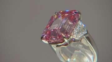 Рядък розов диамант беше изложен в Лондон
