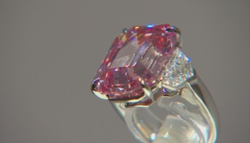 Изключителен розов диамант беше изложен в Лондон преди да бъде