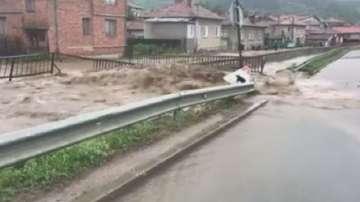 Остава в сила бедственото положение след поройния дъжд в Пирдоп