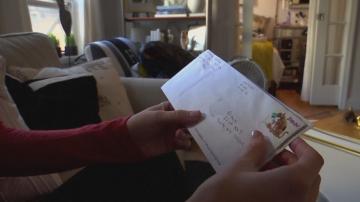 Писма до Дядо Коледа пристигат в апартамент в Ню Йорк