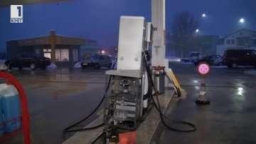 ТИР блъсна бензинова колонка в Карлово