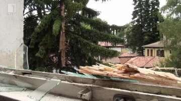 Мълния падна в близост до кметството в Калофер (ВИДЕО)