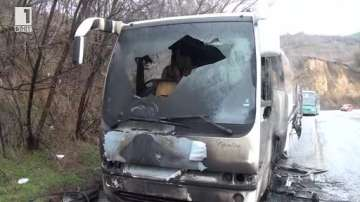 Автобус се запали в движение край Калофер
