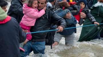 Върнаха в Гърция част от нахлулите мигранти в Македония