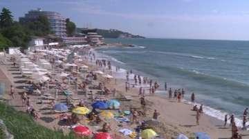Морето изяде част от плажа на Св. св. Константин и Елена