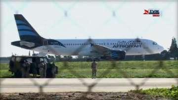Отвлякоха либийски пътнически самолет (обновява се)