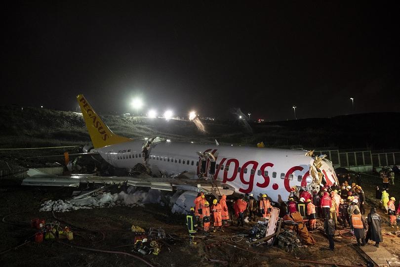 Вече трима са загиналите при самолетната катастрофа в Истанбул. ©