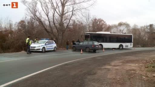 Автобус от градския транспорт в Пловдив беше блъснат от лек